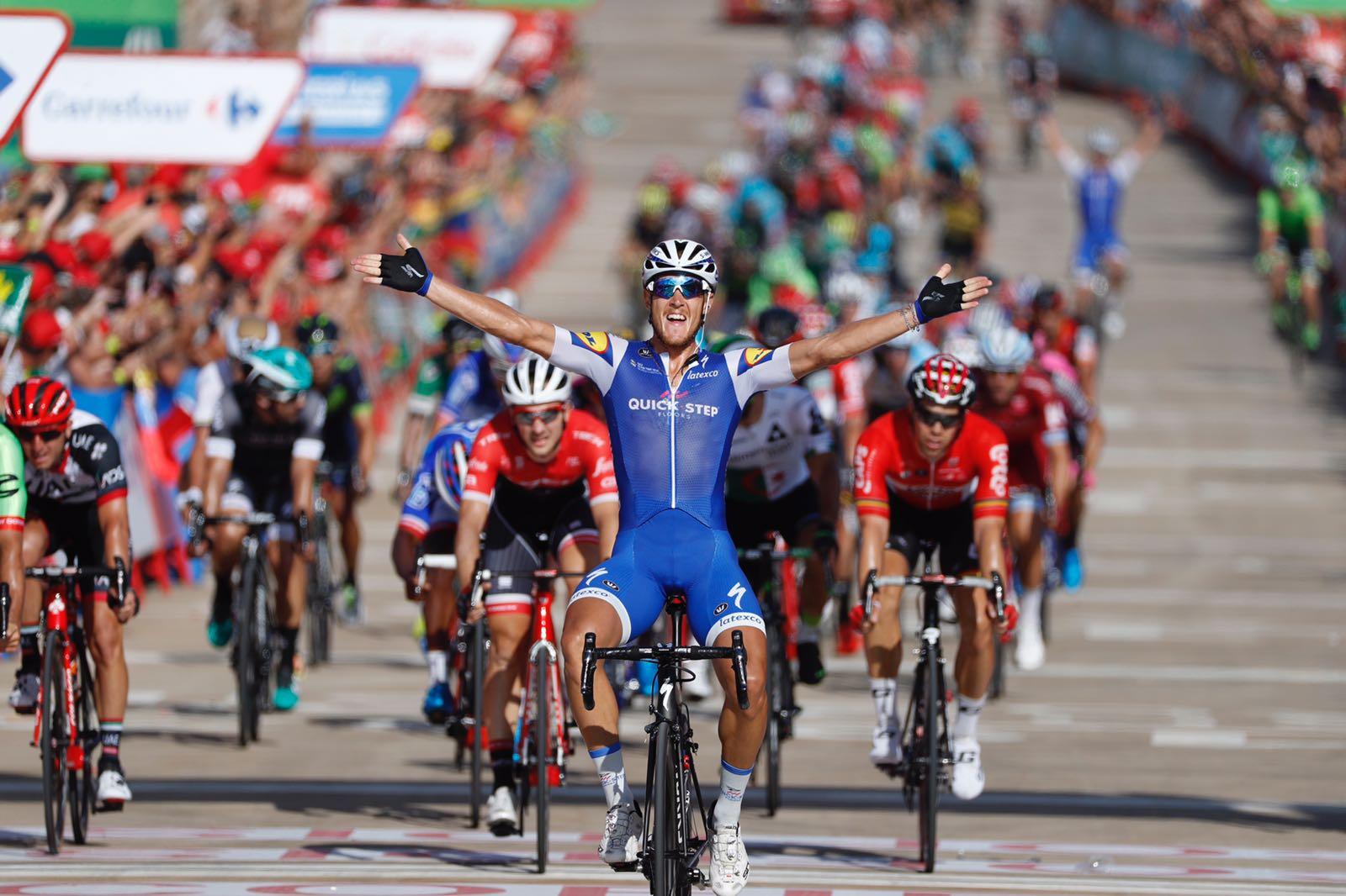 La Vuelta 2017, Trentin sfreccia a Tarragona